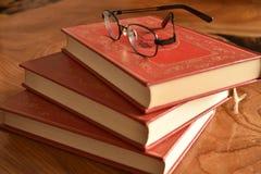 Książka z pokrywy trzy czerwonymi książkami Zdjęcie Stock