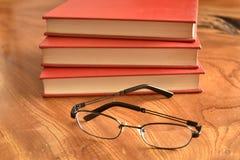 Książka z pokrywy trzy czerwonymi książkami Obraz Stock