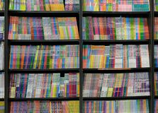 Książki Dla sprzedaży W Bookstore półkach zdjęcie stock