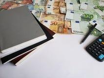 książki, europejscy banknoty różni wyznania, kalkulator, czarny pióro i biała księga, obrazy royalty free