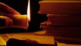 Książki I Świeczka zapalić ogień Przepuszczać wosk zbiory