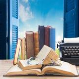 Książki i maszyna do pisania Obrazy Stock