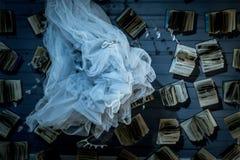 Książki i tkanina w przodzie obraz royalty free
