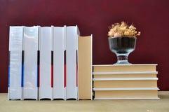 Książki i waza Zdjęcie Royalty Free