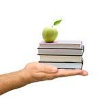 książki jabłczana ręka Zdjęcia Stock