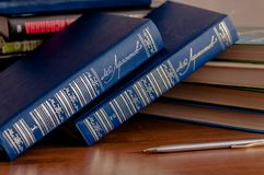 Książki na stole obrazy royalty free