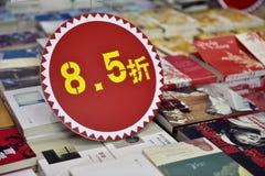 Książki są na sprzedaży przy rabatem Zdjęcia Royalty Free