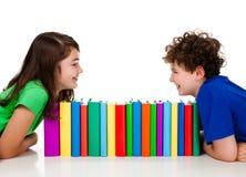 książki wypiętrzają uczni Fotografia Royalty Free