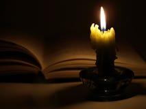 książkowa świeczka Obrazy Royalty Free