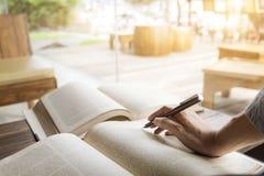 książkowa biblioteczna czytelnicza kobieta Obraz Royalty Free