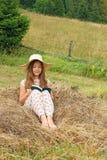 książkowa dziewczyna trochę czyta Zdjęcia Royalty Free