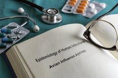 Książkowa strony medycyna epidemiologia Ludzkie infekcje z Tam Dostaje gotowej grypie H7N9 fotografia royalty free