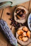 Książkowe i wysuszone owoc na drewnianych talerzach Zdjęcie Royalty Free