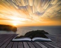 Książkowego pojęcia czasu upływu sterty wschodu słońca Unikalny abstrakcjonistyczny krajobraz Zdjęcie Stock
