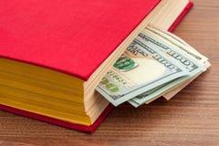 książkowi biznesowi dolary pieniądze szkolenia Obrazy Stock