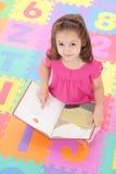 książkowi dziecka dziewczyny dzieciaki target275_0_ czytelniczy up Obrazy Royalty Free