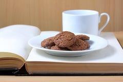 książkowi kawowi ciastka Obrazy Stock