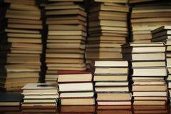 Książkowi schodki na tle książki zdjęcie stock