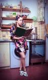 książkowy ścierwo wręcza kurnej gospodyni domowej Zdjęcie Stock