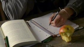 książkowy daktylowy ostrości słowa writing zbiory wideo
