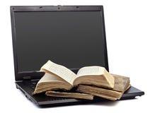 książkowy laptop Zdjęcie Royalty Free