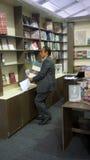 Książkowych sprzedaży mężczyzna Zdjęcia Royalty Free
