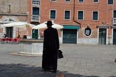 ksiądz katolicki w kapeluszu, Cappello romano, saturno, santo padre zdjęcia stock