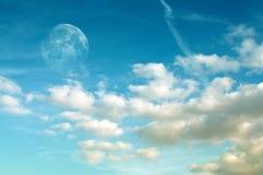 Księżyc i Cloudscape fotografia stock