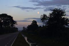 Księżyc na zmierzchu Zdjęcia Stock