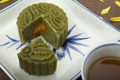 Księżyc tortowy tradycyjny tort wietnamczyk - Chiński w połowie jesień festiwalu jedzenie Obrazy Stock