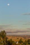 Księżyc ustawia nad Portugalia i Guadiana rzeką Zdjęcia Royalty Free