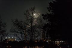 Księżyc w pełni ciska Erie wolnego w nocnym niebie Zdjęcie Royalty Free