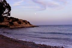 Księżyc w pełni na hiszpańskim wybrzeżu obrazy royalty free