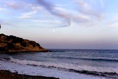 Księżyc w pełni na hiszpańskim wybrzeżu zdjęcia stock