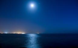 księżyc w pełni ocean Fotografia Royalty Free