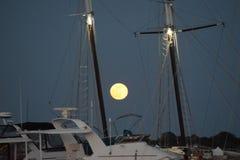 Księżyc W Pełni przy dokiem Obraz Stock