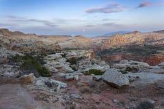 Księżyc W Pełni pustyni skały krajobrazu Capitol rafa Utah zdjęcie stock