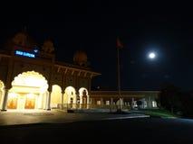Księżyc w pełni, Sunnyvale Gurdwara Zdjęcie Royalty Free