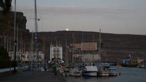 Księżyc wydźwignięcie na falezach obraz royalty free