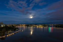 Księżyc wydźwignięcie za chmurami Obrazy Royalty Free