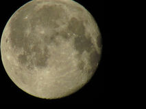 Księżyc zakończenie przeciw ciemnemu nieba tłu Obrazy Stock