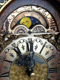 Księżycowy kalendarz gzymsu kominka zegar zdjęcia royalty free