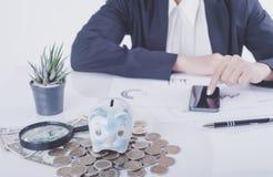Księgowego lub bankowa cyrklowania równowaga finansuje inwestycję Obraz Royalty Free