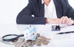 Księgowego lub bankowa cyrklowania równowaga finansuje inwestycję Zdjęcia Royalty Free