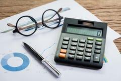 Księgowość equipments, pracują korporacyjnego zysku lub finanse calculat Zdjęcie Stock