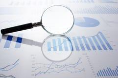 Księgowości dane, mapy i powiększać, - szkło Fotografia Stock