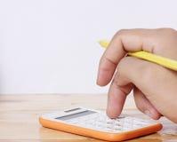 Księgowości pojęcia kalkulator i ręki Zdjęcie Royalty Free