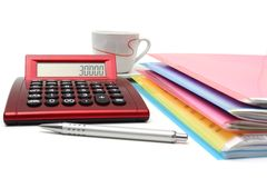 Księgowości pojęcie z kartotekami, falcówkami i kalkulatorem, Fotografia Royalty Free