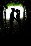 Küssen mit zwei Geliebten Stockfoto