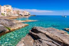 Küstenlinie von Erbalunga Korsika Stockbilder